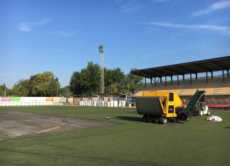 Nova gespa artificial al camp de futbol